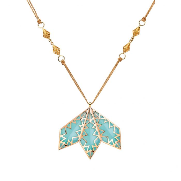 Pink gold necklace with calcedony