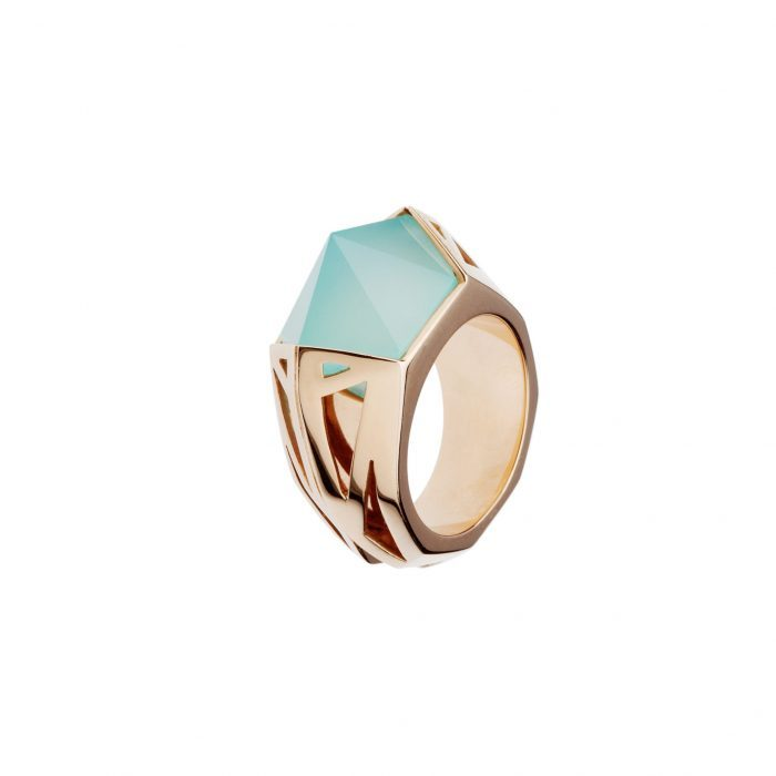 Pink gold ring with calcedony
