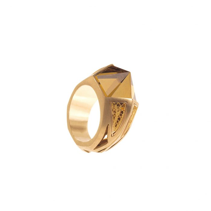 Yellow gold ring with filigree and citrin