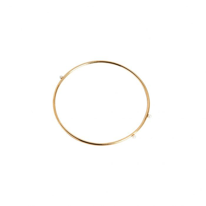 Yellow gold bangle and pearls